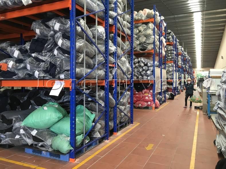 Kệ sắt kệ pallet kho hàng nguyên liệu may mặc vải cuộn công ty May Hà Bắc (4)
