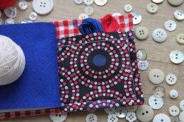 bawełna patchworkowa, blog o szyciu, handmade gift, igielnik, igielnik książeczka, kolorowy filc, needle book, needle case, needlebooks, prezent dla krawcowej, prezent handmade, sewing kit, szycie na maszynie, zestaw do szycia