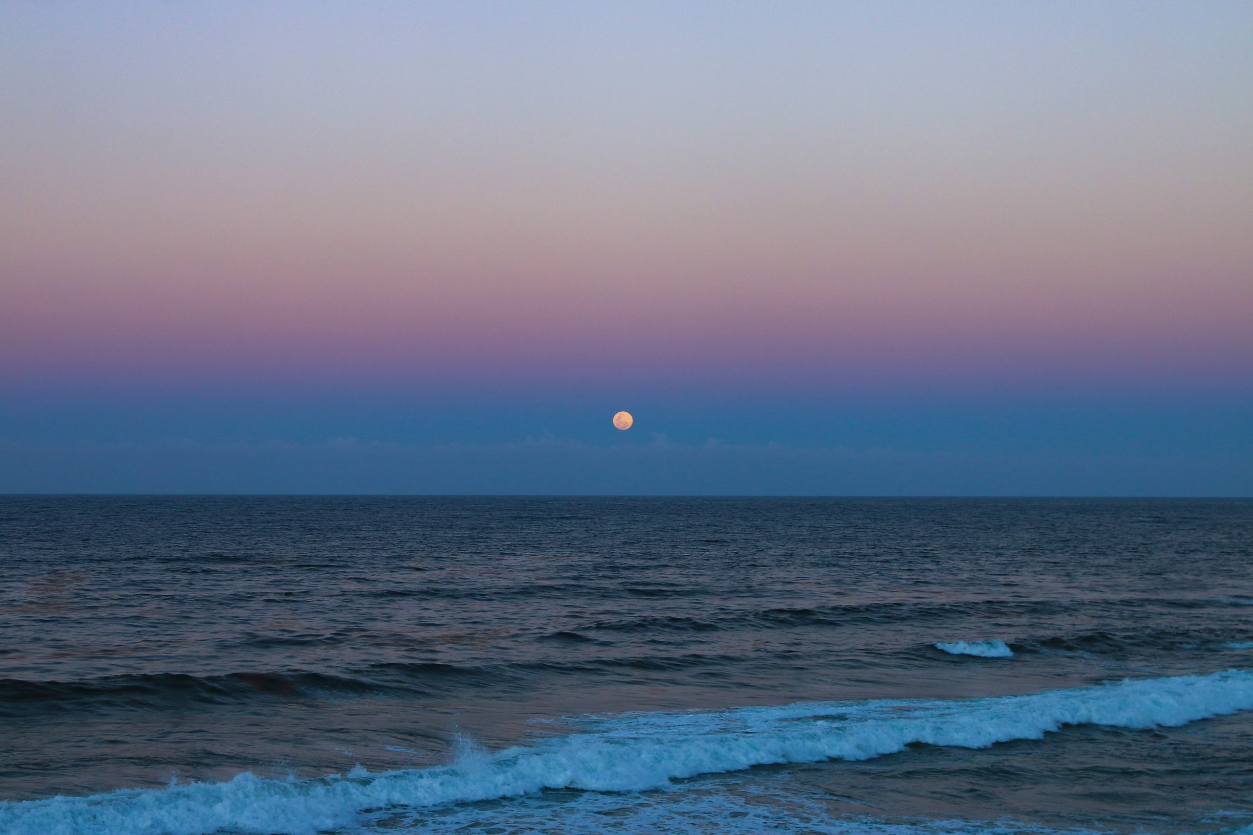Image of the sun setting over the ocean