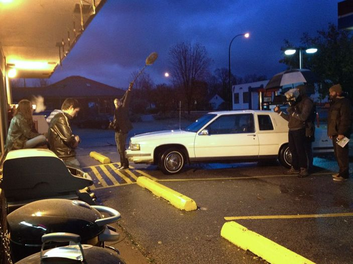 night_shooting_gas_station