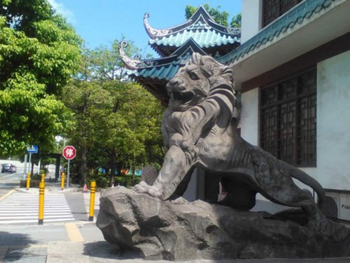 Lions guard the entrance