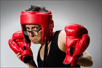 Trauriger Boxer mit kaputter Brille