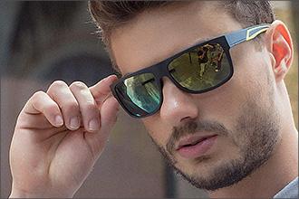 Mann trägt Sportsonnenbrille