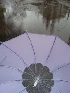 mopana-playing-with-umbrella-02