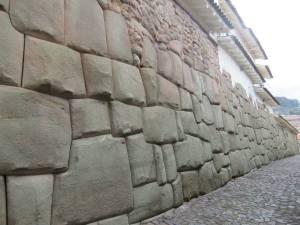 Calle Hatun Rumiyuq