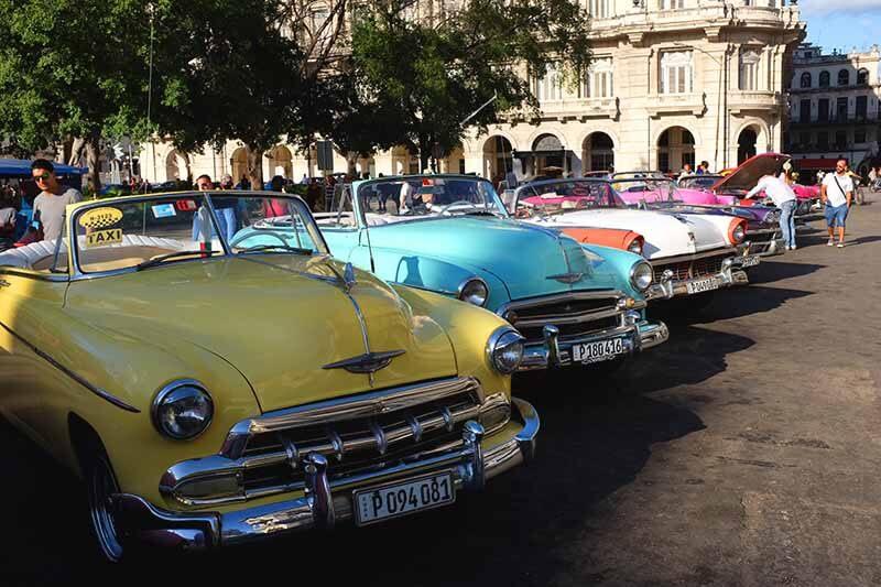 Carros antigos em Havana