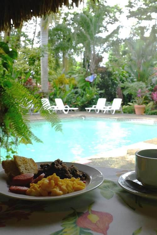 Pequeno-almoço no La Palapa Resort
