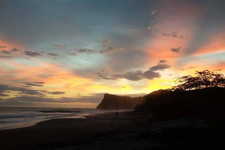 Pôr-de-sol na Praia Colorado