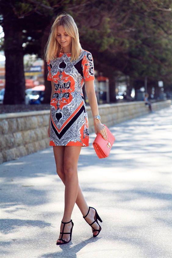 цветное платье-футляр новинка