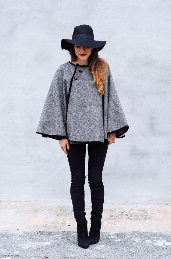 пальто пончо с черной шляпой и черными джинсами мода 2017