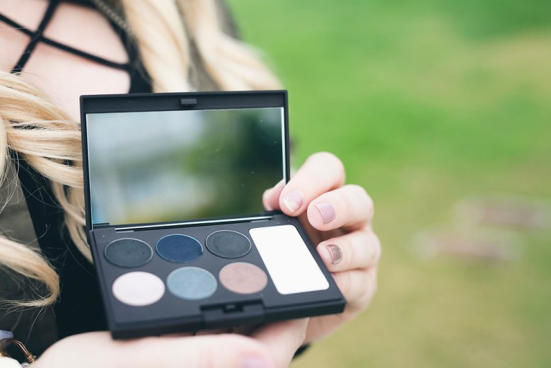 Laura Mercier Editorial Eye Palette, laura mercier, laura mercier palette, eye shadow, makeup, beauty blogger, san diego blogger, laura mercier cosmetics