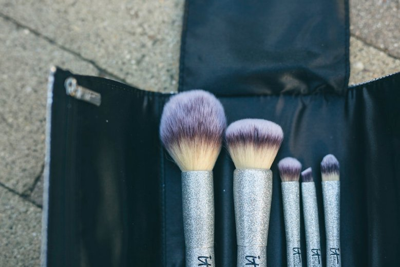 Beauty Favorites xx IT Cosmetics , it cosmetics, beauty blogger, beauty haul, makeup brushes, serum, under eye cream, under eye concealer, je na said quoi, beauty ootd, beauty