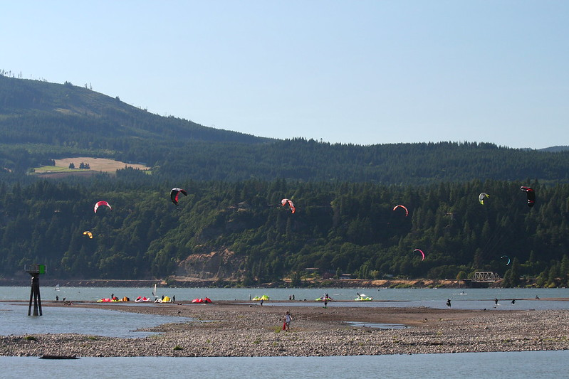 Hood River Kite surfers
