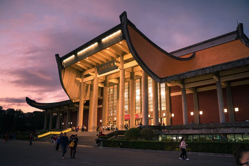The National Dr. Sun Yat-sen Memorial Hall is one of the most important tourist landmarks in the city of Taipei.
