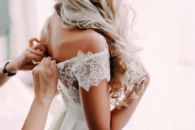 bride-lace-dress-wedding