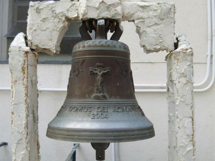 聖若瑟堂前的鐘