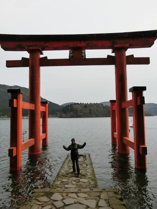 在水中央的箱根神社