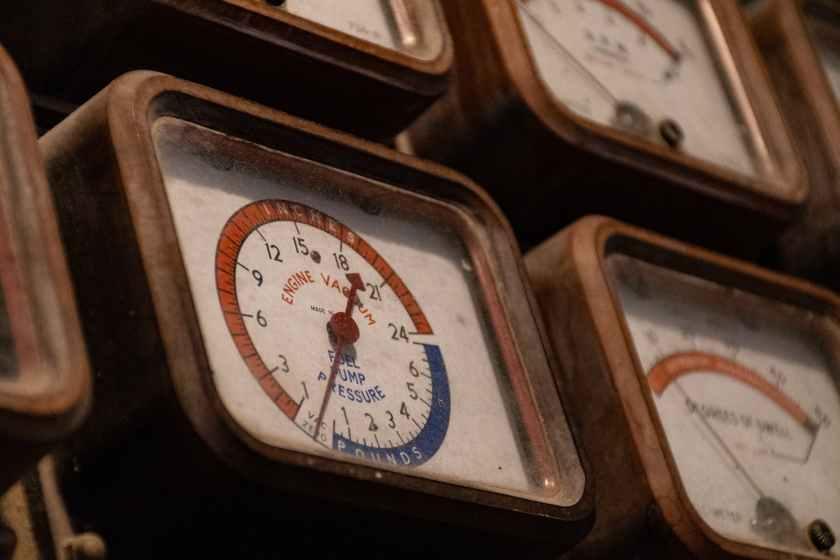 square analog meter