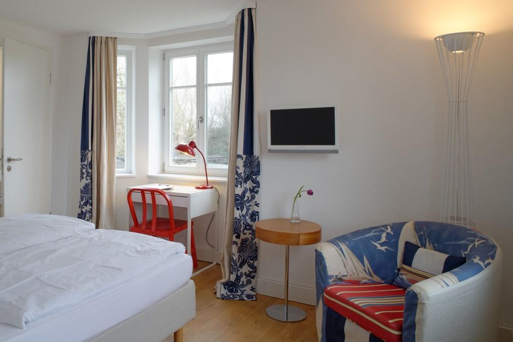 helles-doppelzimmer-charlottenhof-ahrenshoop-loopingmagazin