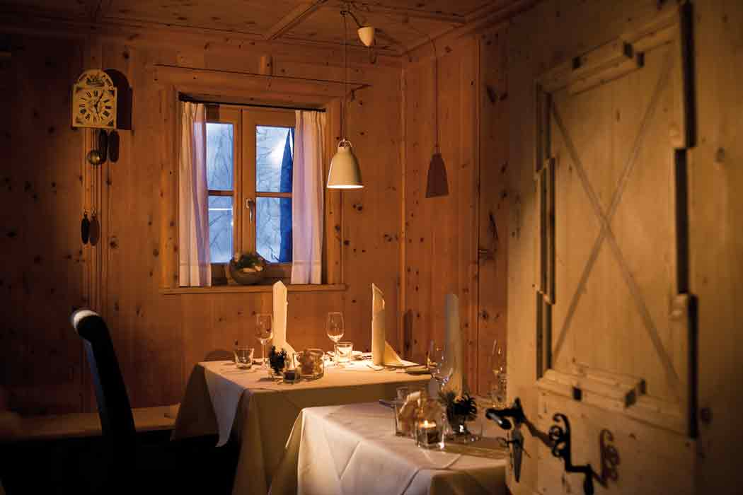 29_Arosea_Restaurant-Stubn-mit-Original-Bauerntäfelung