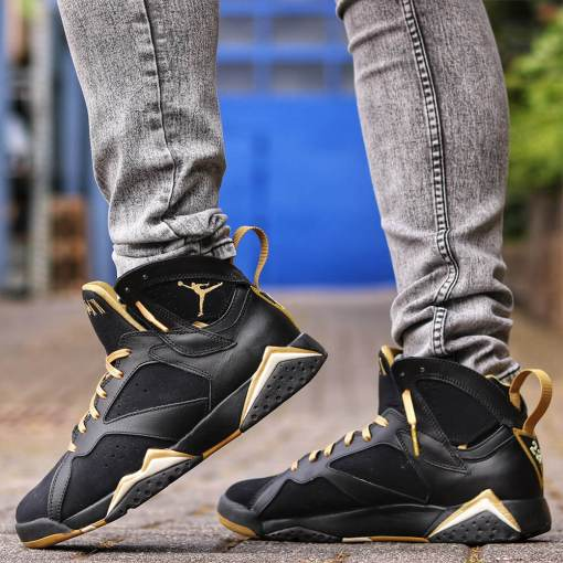gold shoe laces with gold tips on air jordan