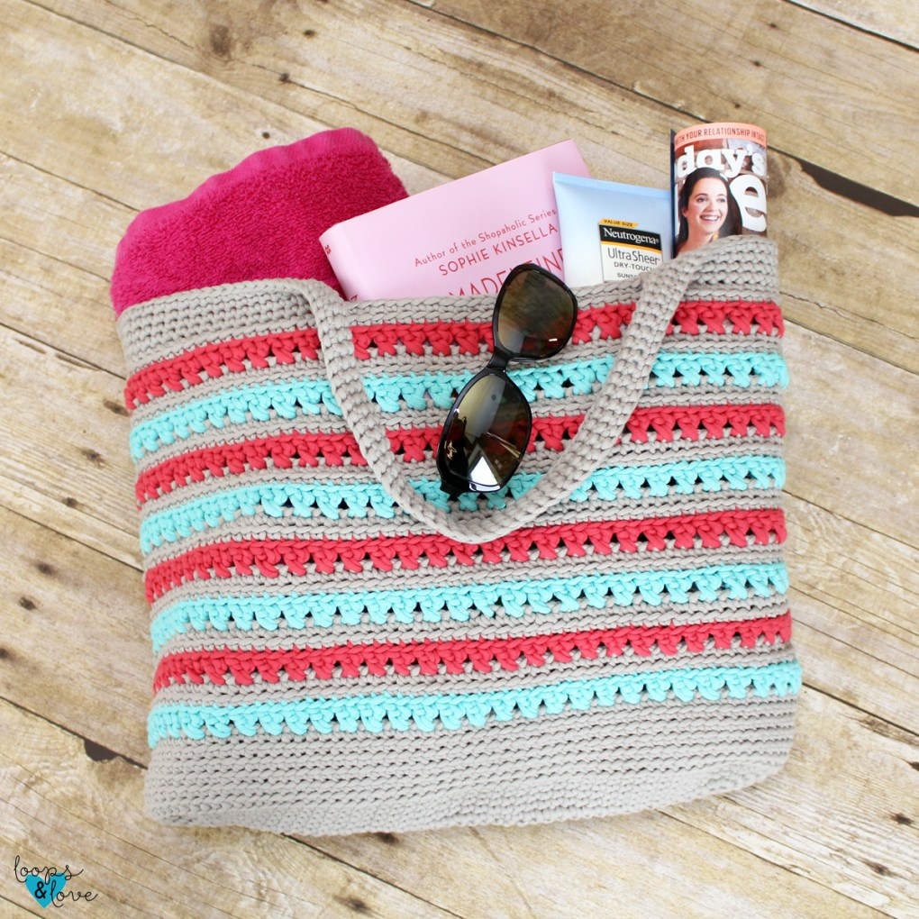 Crochet tote bag with beach supplies