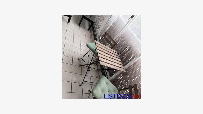 bois ikea coussins 1 pte table