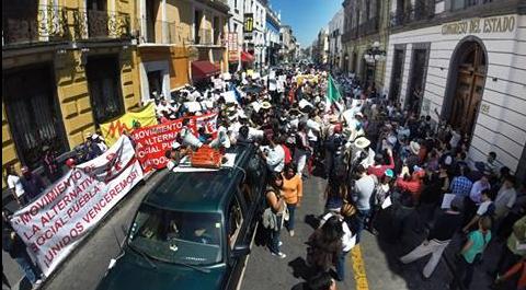 Exigen renuncia de Moreno Valle - Foto de @ileanamv