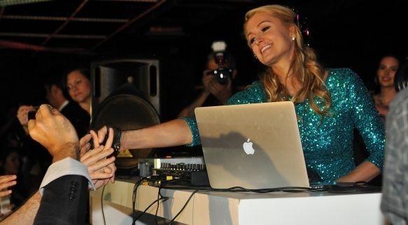Paris Hilton se estrenó como DJ en la capital mexicana - Internet