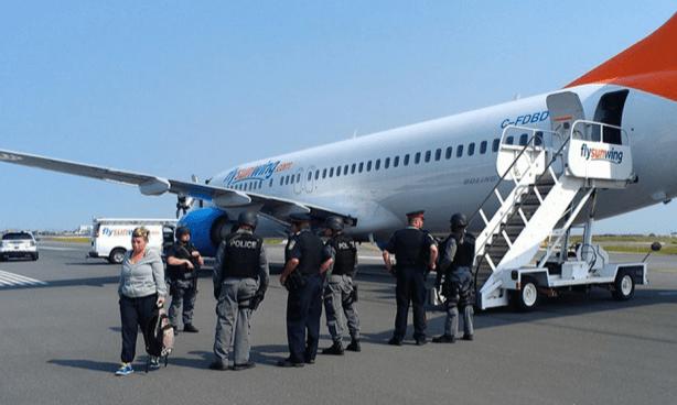 Avión regresa escoltado por 2 jets tras amenazas - Foto de Facebook