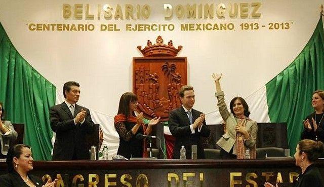 Galardonan a Ángeles Mastretta con la Medalla Rosario Castellanos - Foto de Facebook