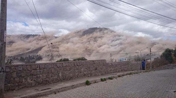 Pánico en Quito por sismo - Foto de @SkyAlertMX