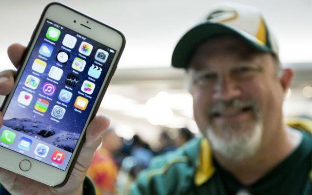 Apple vende cifra récord de iPhones - Foto de AP