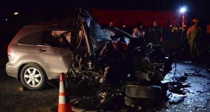 Choque entre camioneta y tráiler deja un muerto en Jalisco - Foto de @Diego_GHeraz
