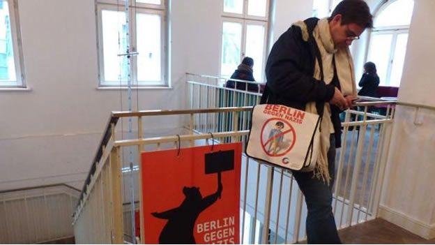 Crea aplicación móvil contra grupos neonazis - AFP