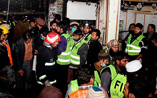 Incendio en centro comercial de Pakistán deja al menos13 muertos - Foto de AP