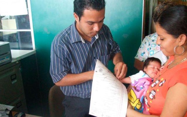 Padres podrán elegir orden de apellidos de sus hijos - Foto de Agencia Costa Sur