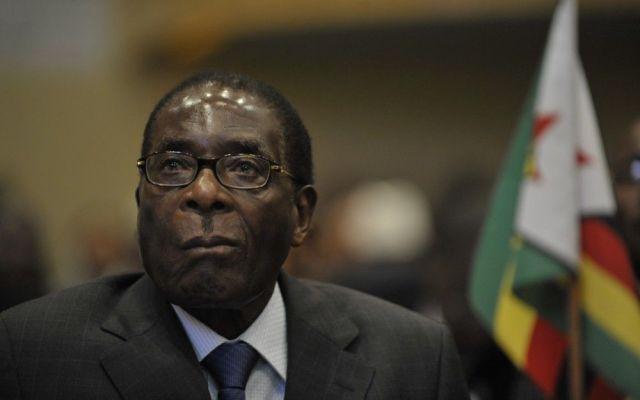 Presidente de  Zimbabwe destituye a vicepresidenta por planear derrocarlo - Foto de internet