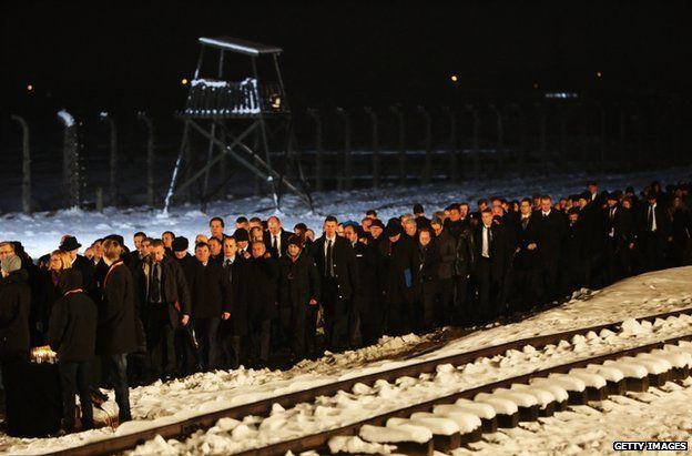 Sobrevivientes de Auschwitz advierten de nuevos crímenes - Auschwitz