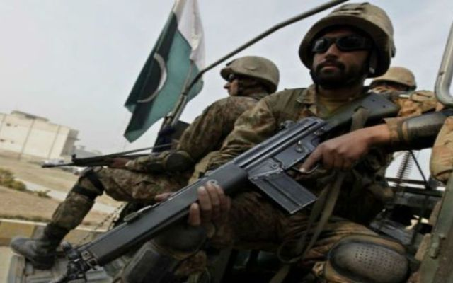 Ejército de Pakistán dice que fuego indio mata a adolescente - Foto de BBC