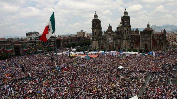 Exceso de corrupción en México podría dañar la democracia: The Economist - Manifestación México