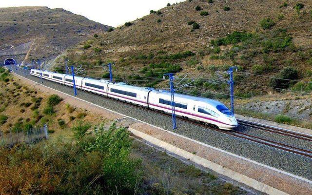 Café Político: Dolorosa decisión del Gobierno recortar gasto público - Tren México-Querétaro