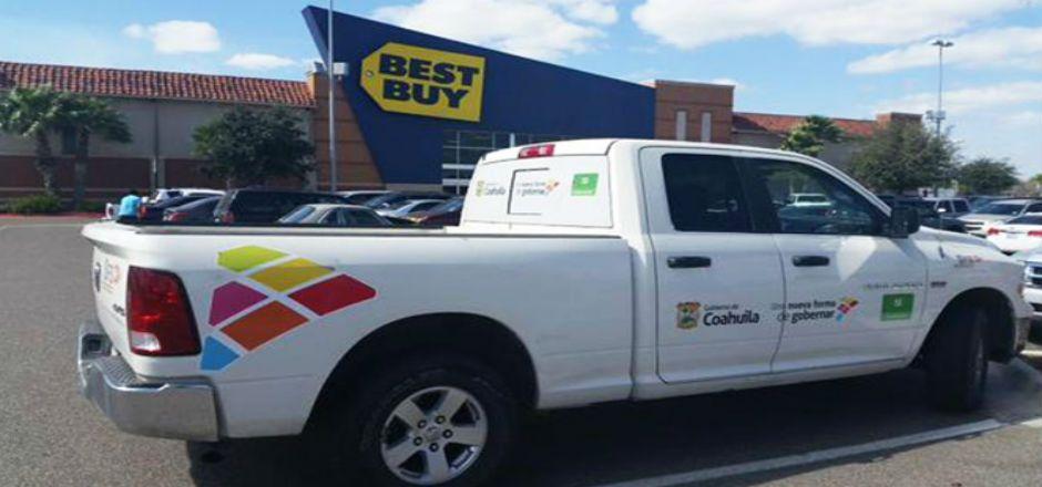 Exhiben a funcionario que se fue de compras - Camioneta de la Secretaría de Salud de Coahuila