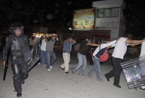 Liberan a todos los detenidos por desalojo en Acapulco - Detenidos de la CETEG en Acapulco