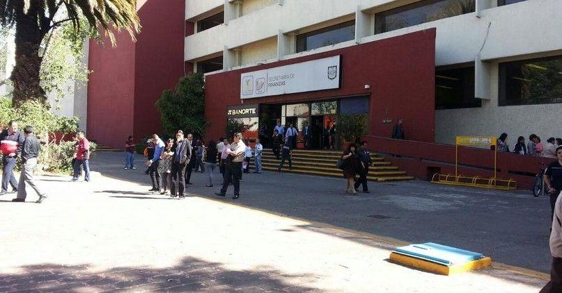 Desalojan edificio del GDF por fuga de gas - Desalojan Secretaría de Finanzas