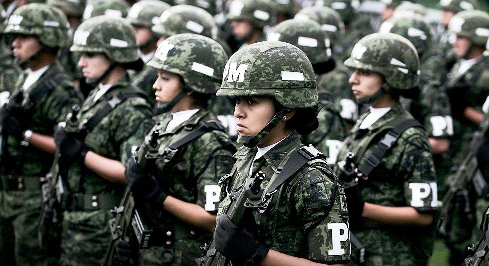 Belleza peligrosa: ¿qué hacen las mujeres en el Ejército