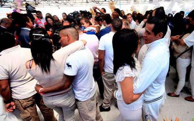 Celebran el Día de San Valentín en reclusorios del DF - Foto de @AnaisVillanue
