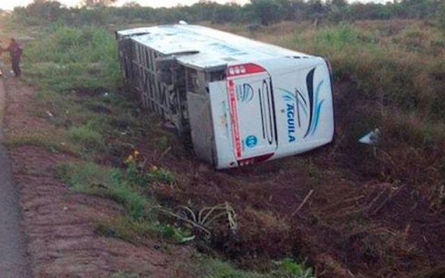 Varios heridos tras volcadura de camión en BCS - Volcadura de camión en Baja California Sur