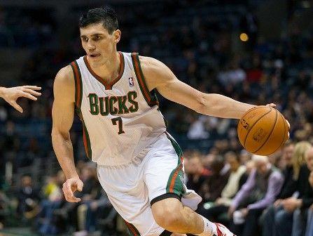 Ilyasoya marca 34  puntos en triunfo de los Bucks - Foto de Imgarcade