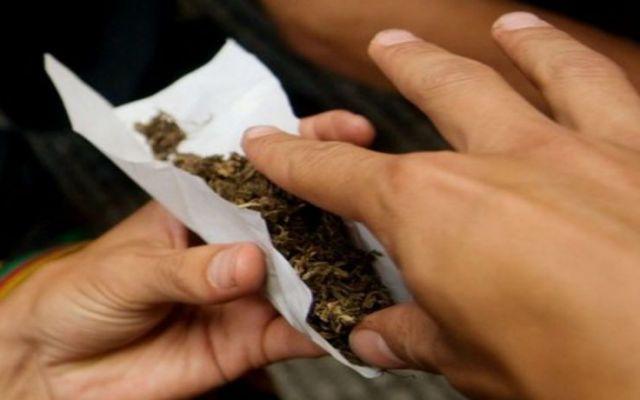 Aumenta consumo de drogas en el DF - Cigarrillo de marihuana